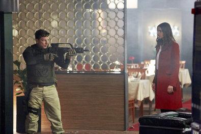 Obrázek 1 z 17: Zatímco Alex se potýká s velkými, státním zástupcem Sander útoků (Mathias Herrmann) hrubá 'zbraň ...