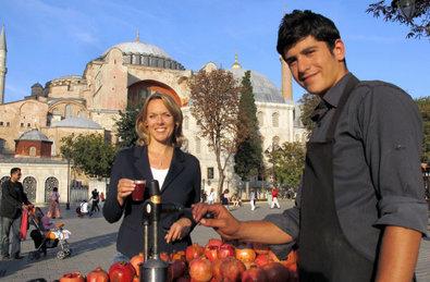 Bild 1 von 40: Ute Brucker vor der Hagia Sophia in Istanbul.