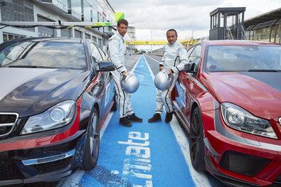 Bild 1 von 18: Alex (Vinzenz Kiefer, l.) und Semir (Erdogan Atalay) wollen eigentlich ein entspanntes Wochenende auf dem Nürburgring verbringen, doch dann überschlagen sich die Ereignisse und es beginnt ein Rennen um Leben und Tod...