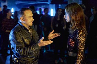 Bild 1 von 19: Semir (Erdogan Atalay) ist außer sich, seine Tochter Dana (Gizem Emre) in dem Club anzutreffen.