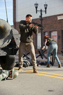 Chris Hemsworth in: Red Dawn - Der Kampf beginnt im Morgengrauen
