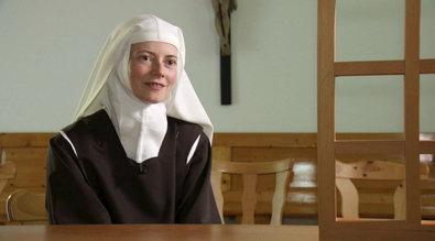 Bild 1 von 40: Die Karmeliternonne Schwester Maria Magdalena in Innsbruck, die auf eine Begegnung mit  hin Johannes Paul II. Mut gefa�t hat, ins Kloster einzutreten.